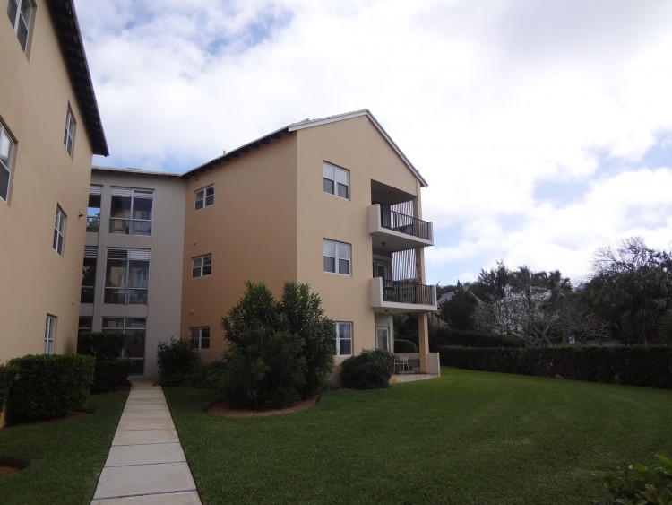 The Grove Apt 3, 2 Town Hill Road - Smith's -