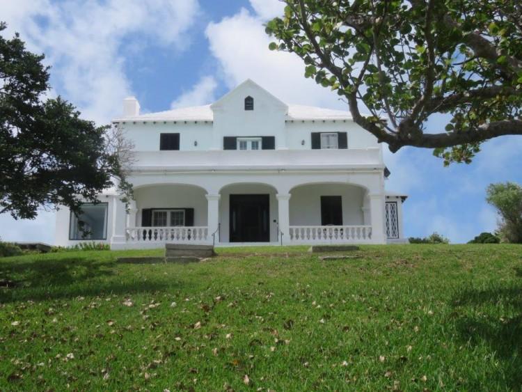 Avonmoor and Avonmoor Cottage/10 Windwood Crescent - Pembroke -
